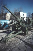 Vickers/Resita model 1936/39 75 mm AA gun in the National Military Museum. Behind it there is the Bungescu fire control system.